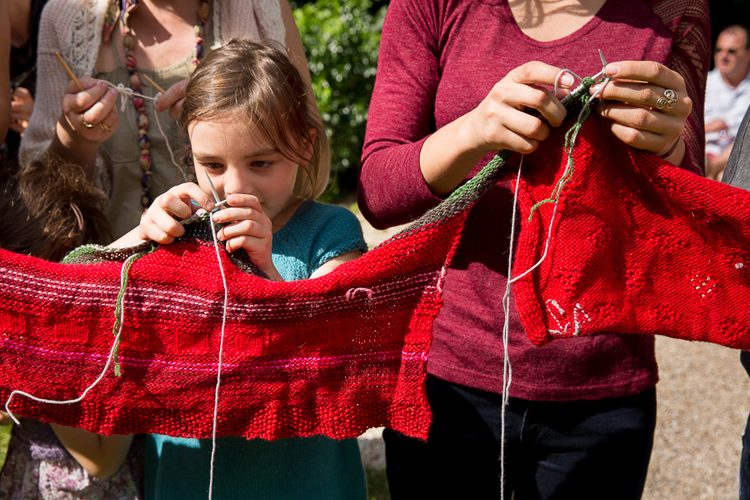 Own our own time V (knitting performance) – 27 August 2016 – Quebec, Canada